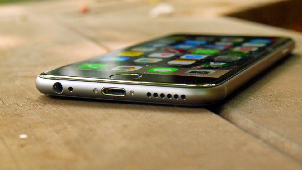 Белый экран запуска с черным логотипом Apple на iPhone 6